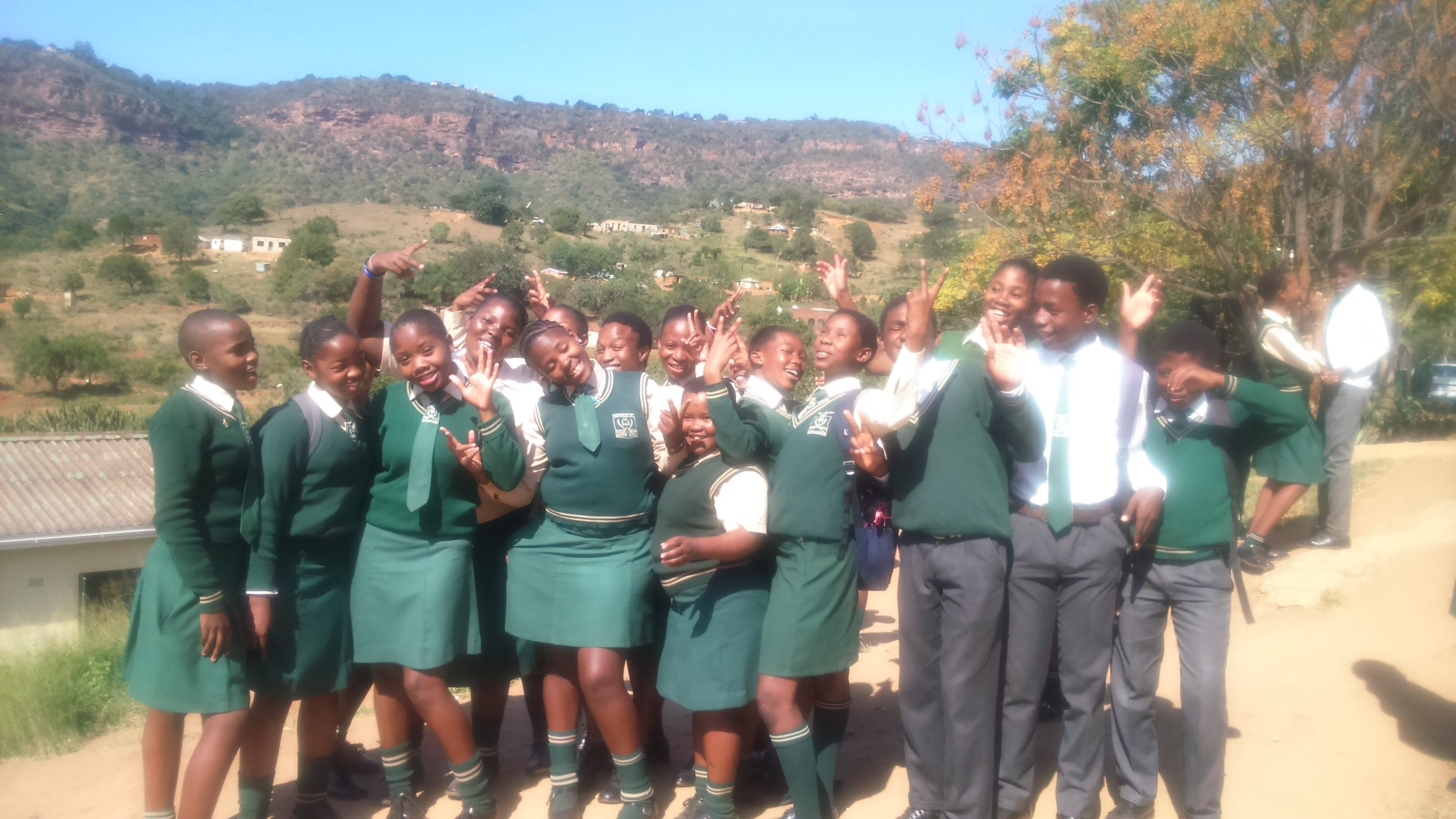 some excited Hlahledlela students
